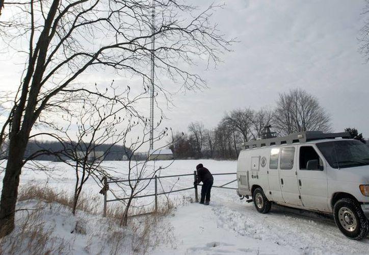 La policía de Michigan dijo que el hombre fallecido no avisó a nadie sobre sus intenciones de saltar desde una torre de televisión. (AP)