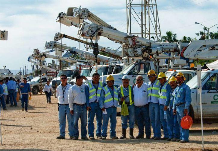 La CFE movilizó a BCS 5,664 trabajadores que, sumados a los 525 de la División regional, alcanzaron una fuerza laboral de seis mil 189 trabajadores. (Foto de Notimex)