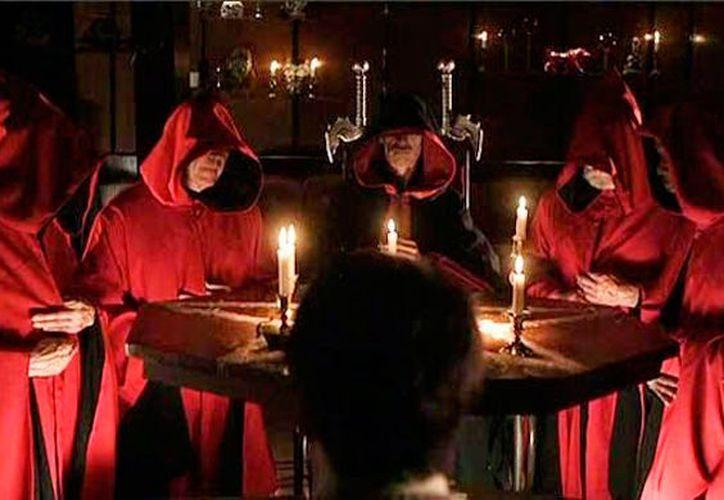 Según testimonios de policías, en La Plancha, exestación de trenes de Mérida, se realizaban ritos satánicos, cuyos integrantes se tapaban la cabeza con capuchas rojas. La imagen es únicamente de contexto.