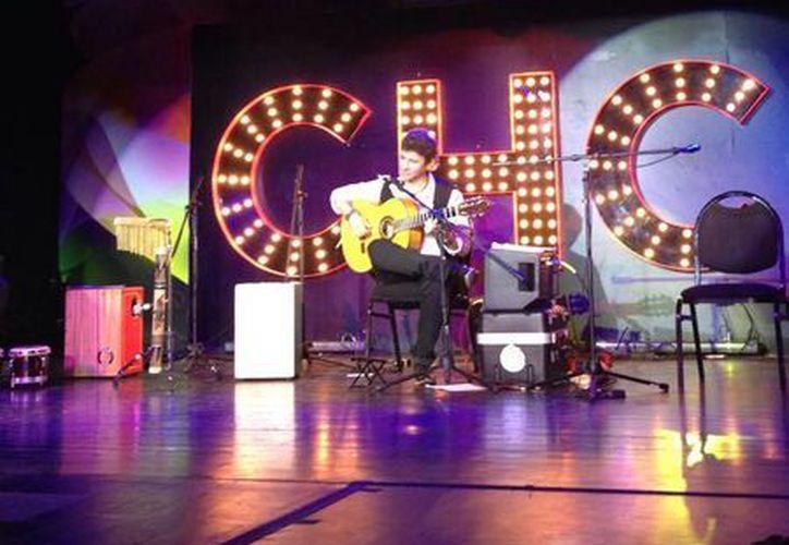 Juan D' Anyélica inundó de energía el escenario la noche de ayer en el festival del Oasis Jazz U Latin Fusion. (Foto ilustrativa/Internet)