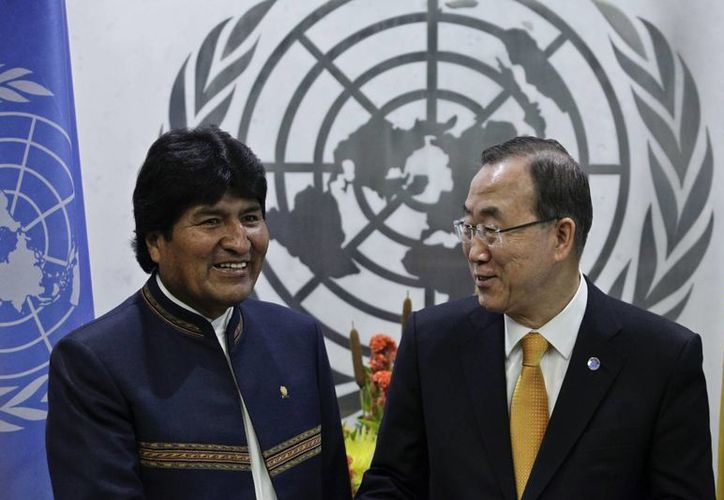 El presidente de Bolivia, Evo Morales saluda al secretario general de la ONU, Ban Ki-moon. (Archivo/EFE)