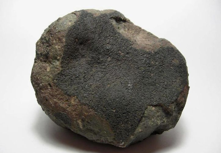 El meteorito Allende proyectó más de cinco toneladas de material de estudio que remite a los orígenes del sistema planetario. (en.wikipedia.org)