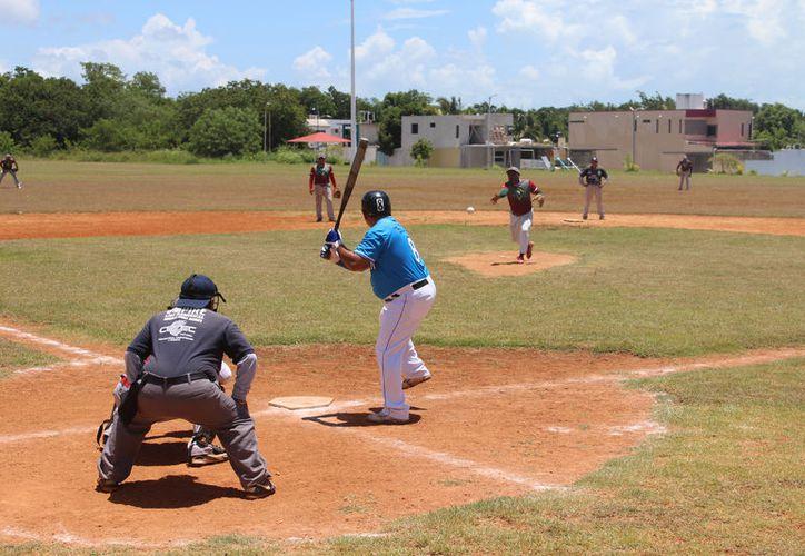 El diamante de la colonia Proterritorio albergó las actividades correspondientes a la novena  jornada de este circuito de la bola suave. (Miguel Maldonado/SIPSE)