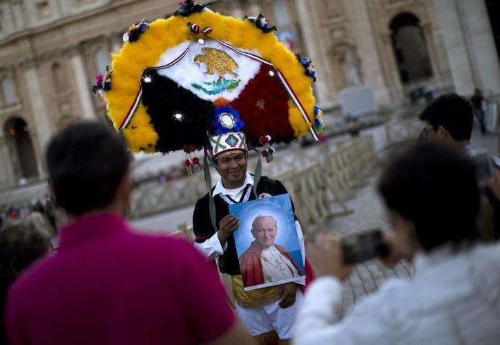 El mexicano David Contreras espera ansioso la ceremonia de canonización de Juan Pablo II, que se realizará este domingo. (AP)