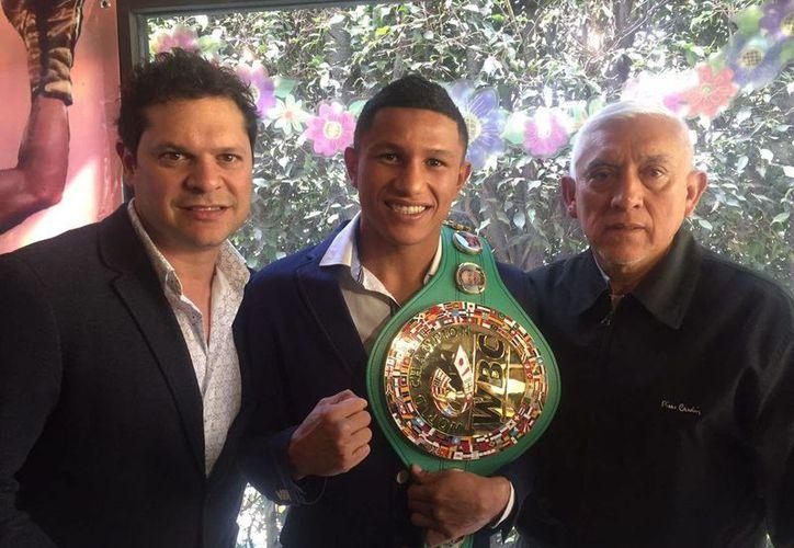 El boxeador quintanaroense Miguel 'Alacrán' Berchelt recibió este jueves  el cinturón de campeón mundial súperpluma del Consejo Mundial de Boxeo. (Fotos: SIPSE)