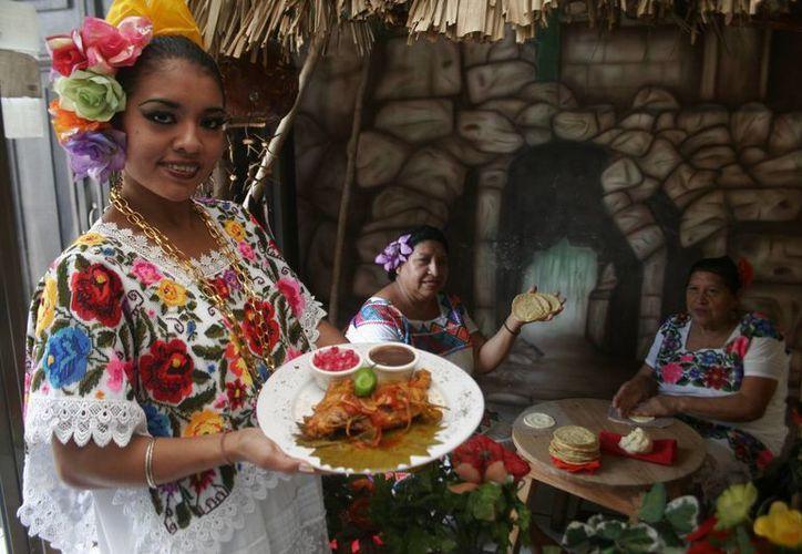Hasta los paladares más exigentes se rinden ante la variada y deliciosa comida de Yucatán, la cual se está consolidando como un atractivo turístico más del estado. (Archivo/SIPSE)