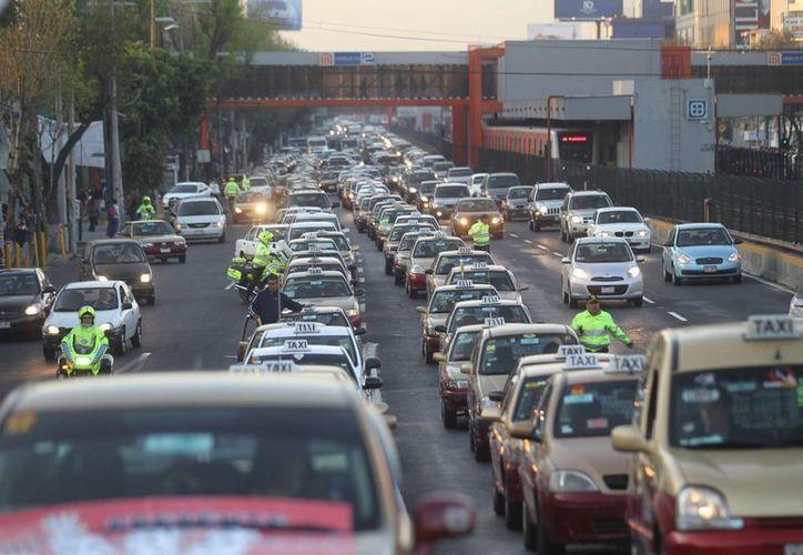 Manuel Suárez Lastra mencionó que el 90 por ciento de los mexicanos tienen el deseo de tener un auto particular. (Notimex)