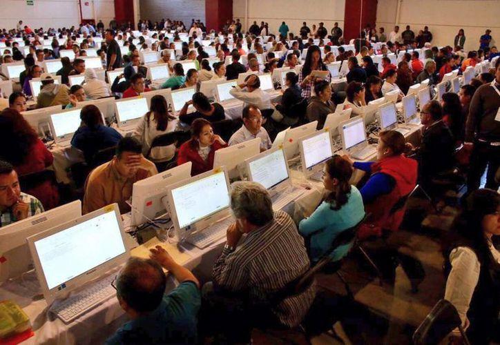 En noviembre pasado, sólo 2 mil 100 profesores presentaron la prueba en Oaxaca. (Archivo/Notimex)