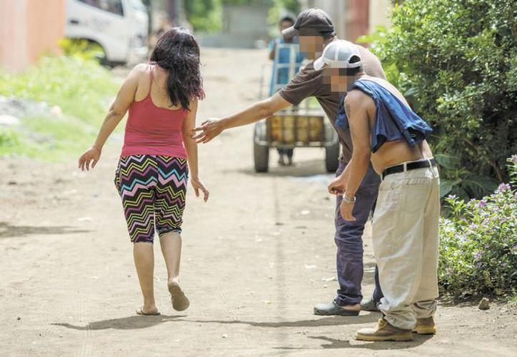 En el caso del acoso callejero, las mujeres deberán dar aviso a la autoridad al momento de ocurrir la falta. (Archivo/Sipse)