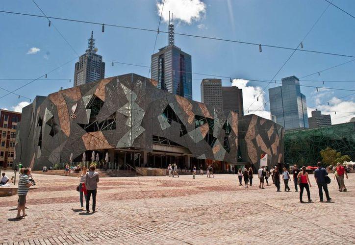 De acuerdo con las autoridades australianas, en la Plaza de la Federación de Melbourne (en la imagen) se llevaría a cabo un atentado en Navidad. (archikey.com)