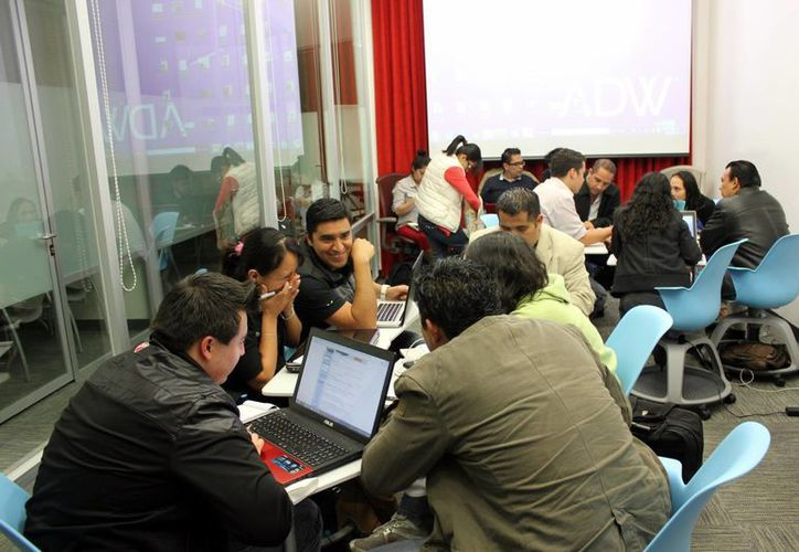Los jóvenes trabajarán durante 36 horas en sus proyectos en la  biblioteca virtual del Olimpo. (Milenio Novedades)