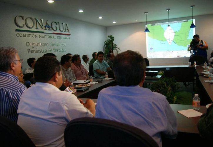 El equipo de Primera Respuesta del Consejo Estatal de Protección Civil de Yucatán, en reunión este martes. (SIPSE)