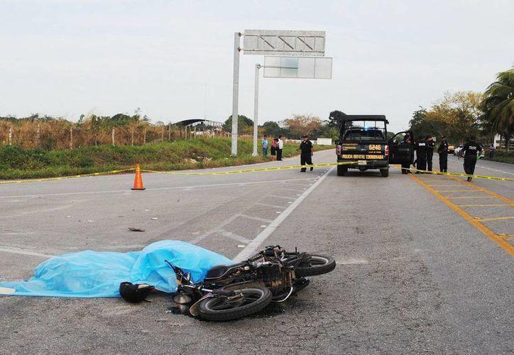 Las dos personas que fallecieron al chocar contra un trailer en la vía Mérida-Río Lagartos eran oriundas de la comisaría tizimileña de Chan San Antonio. (Milenio Novedades)