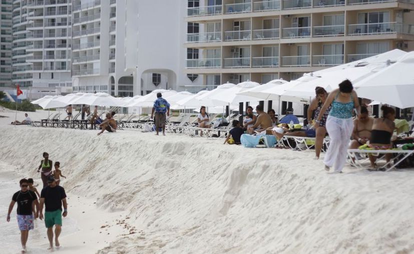 Piden que se nivele la playa para evitar posibles accidentes. (Israel Leal/SIPSE)