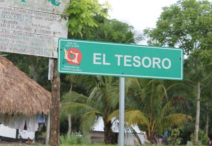 """Habitantes de la comunidad de """"El Tesoro"""", aseguran que el voto de la zona limítrofe no es decisivo. (Edgardo Rodríguez/SIPSE)"""