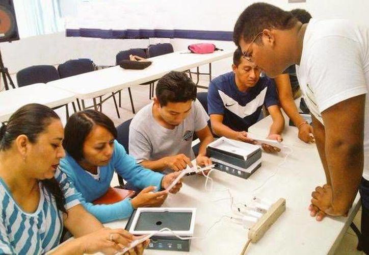 Los estudiantes de cuarto y sexto grado  serán los tutores tecnológicos. (Redacción/SIPSE)