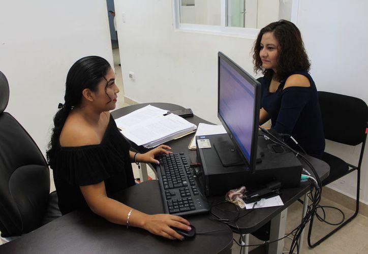 Marcela Rojas López, síndico municipal, informó que las 10 nuevas querellas son en contra de ex servidores del área de Tesorería y Egresos. (Joel Zamora/SIPSE)