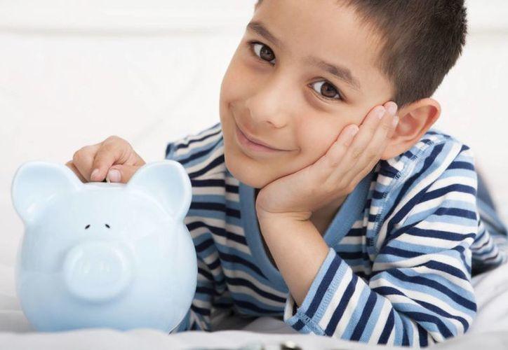 Aconsejan que los menores lleven la cuenta exacta de sus ahorros. (educacionyculturaaz.com)