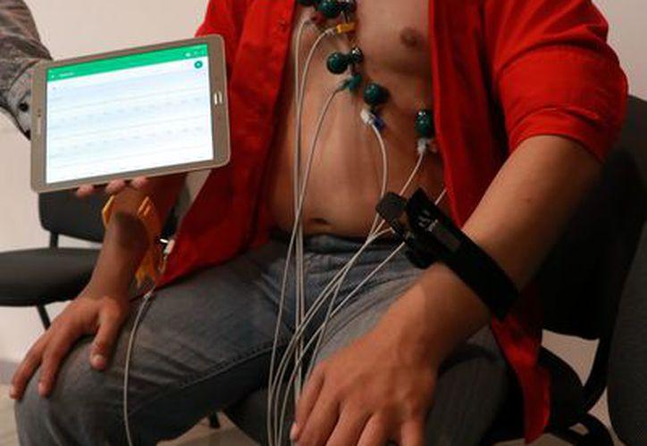 Aparato para diagnósticos oportunos, conectado a Wi-fi. (Foto: Milenio Novedades)