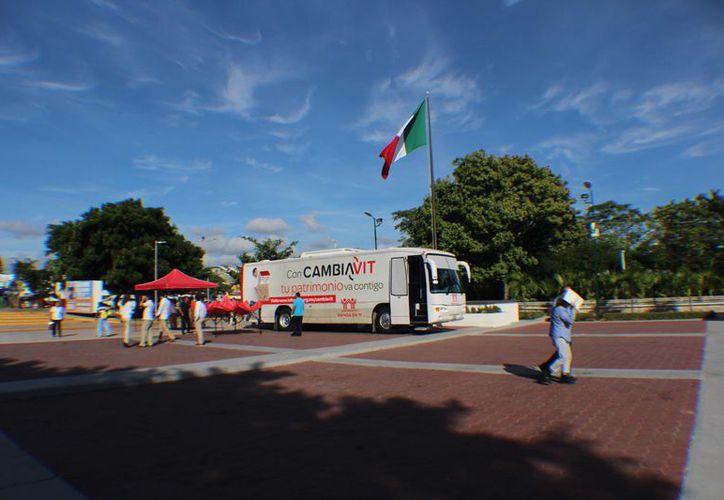 El bus va rodando por todo el país, para dar las atenciones particulares a los derechohabientes y trabajadores. (Paola Chiomante)