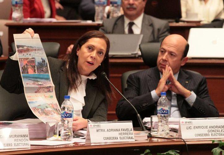 Adriana Favela, presidenta de la Comisión de Quejas y Denuncias del INE, fue quien propuso sancionar al PAN y al PRD por omitir actualizar sus documentos internos. (Archivo/Notimex)