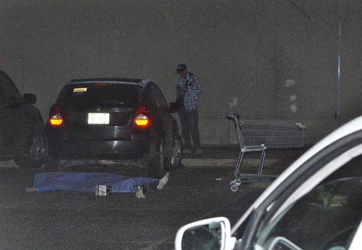 Un sujeto fue baleado en el estacionamiento de un supermercado, ubicado en la Supermanzana 21 de Cancún. (Redacción/SIPSE)