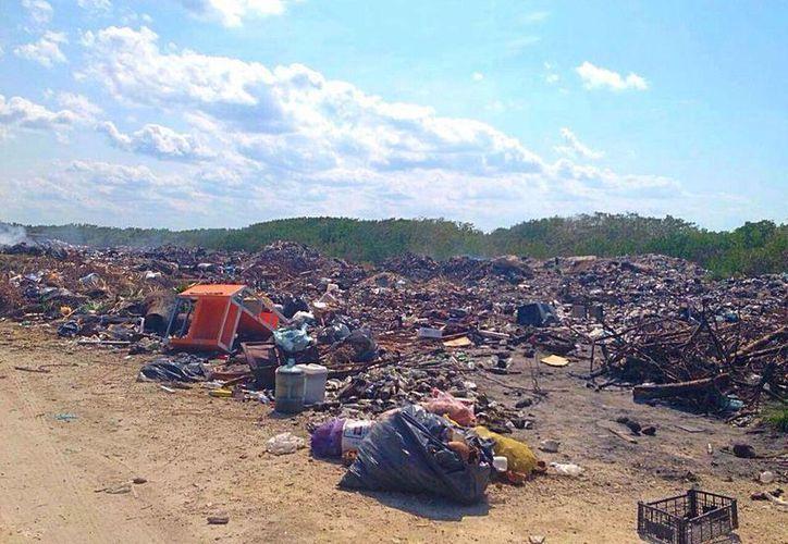 Desechos urbanos son quemados de manera irregular en lugar de trasladarla a un destino final adecuado. (Daniel Pacheco/SIPSE)
