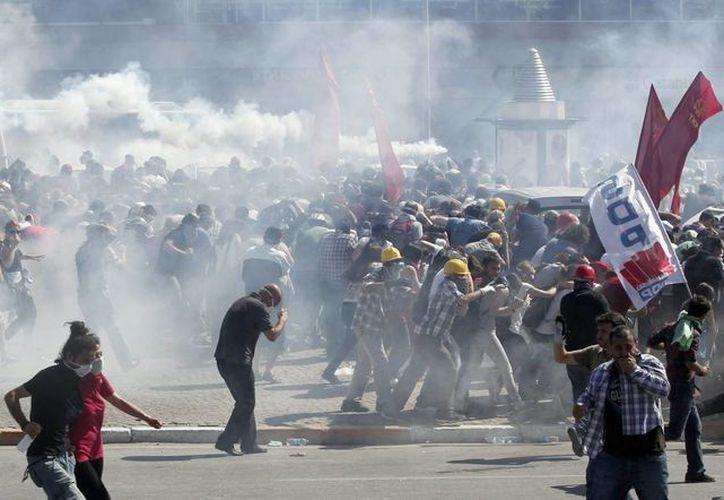 Hay más de 70 heridos por las violentas manifestaciones. (EFE)