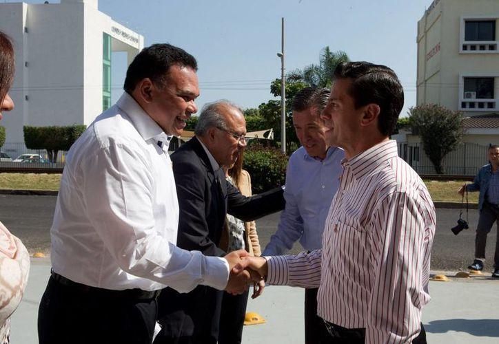 El Gobernador Rolando Zapata estuvo en Irapuato junto con el presidente Enrique Peña por la conmemoración de Día Internacional de la Eliminación de la Violencia contra las mujeres. (Foto cortesía)