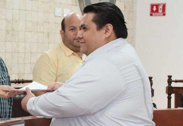 El regidor Tonatiuh Villanueva Caltempa aseguró que no renunciará al PRD y que se quedará para señalar lo que se está haciendo mal. (Archivo/SIPSE)