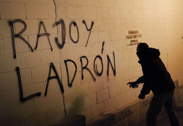 Hay más de 700 mil firmas que piden la renuncia del Presidente español. (Agencias)
