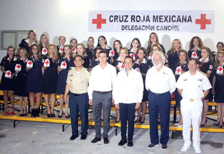 En el evento se contó con la presencia de autoridades estatales, municipales, militares y miembros del voluntariado. (Ivette Ycos/SIPSE)