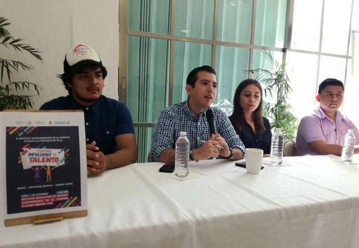 Fernando Méndez Santiago, director general del IQJ, informó que iniciaron con un padrón de 60 artistas. (Joel Zamora/SIPSE)