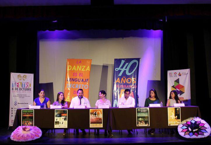 Presentaron el programa de actividades con motivo del 40 aniversario de la escuela de danza. (Faride Cetina/SIPSE)