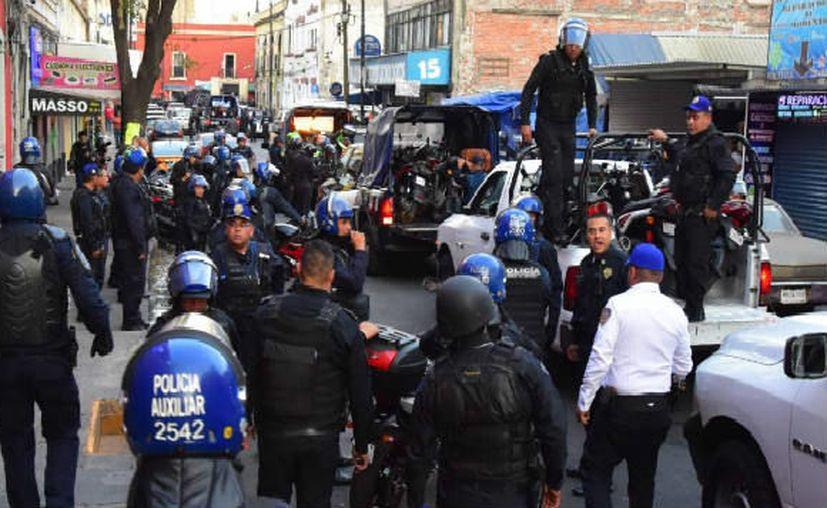 Elementos del cuerpo de granaderos robaron numerosos aparatos durante el operativo del pasado martes. (Foto: Notimex)