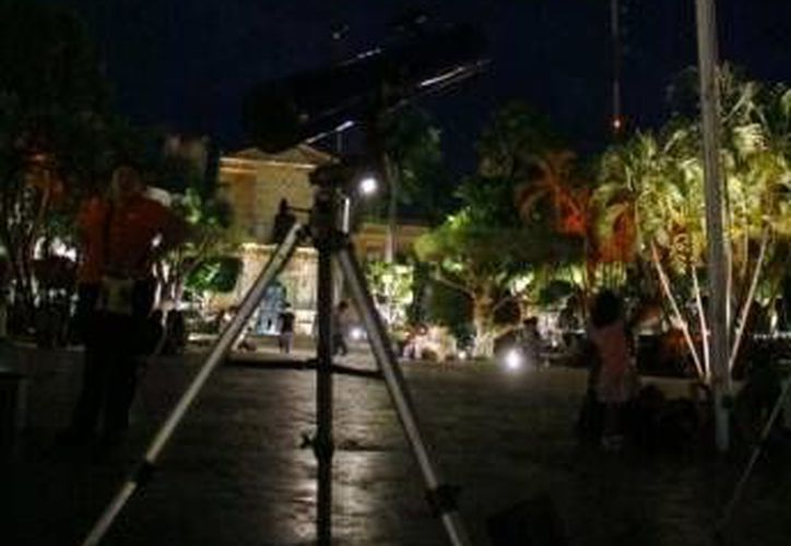 A través del programa Reto México tratarán de romper el récord de observadores de la Luna. (SIPSE/Archivo)