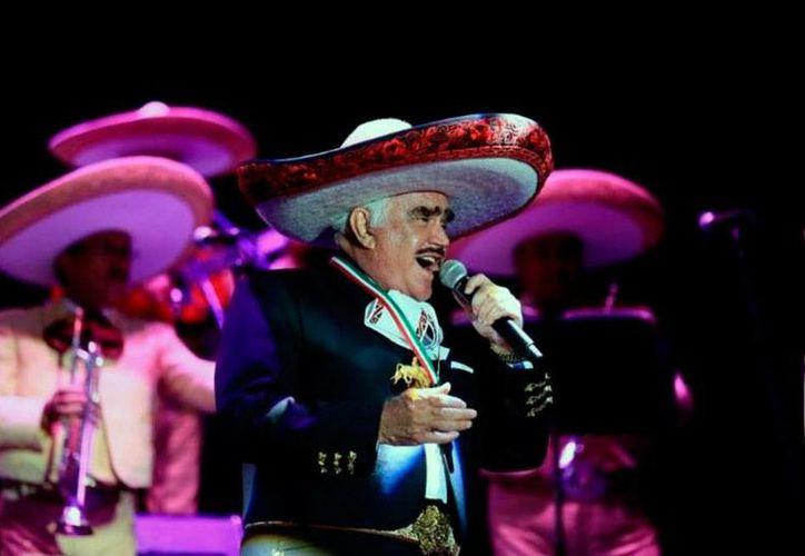 Vicente Fernández, El Charro de Huentitán, anunció la fecha de su retiro: febrero de 2016. El anuncio lo hizo durante la presentación de su último disco 'Muriendo de Amor'. (NTX/Archivo)
