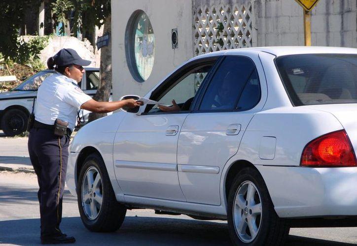 La campaña de orientación y sensibilización por parte de Seguridad Pública sobre robos a casas en vacaciones se intensificó desde ayer. (Manuel Salazar/SIPSE)