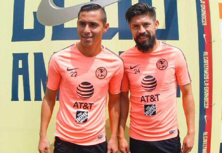 Paul Aguilar y Oribe Peralta saliendo de la conferencia de prensa (Foto: ESPN)