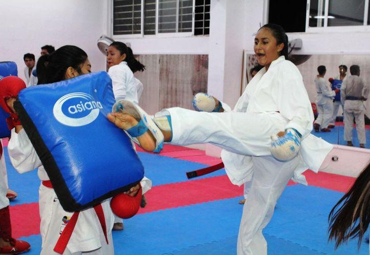 La karateca ZazilOrtiz ya se encuentra concentrada en el Comité Olímpico Mexicano (Ángel Villegas/SIPSE).