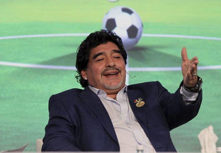 """Maradona dijo estar feliz con respecto a su actuación en el partido por la Paz """"porque mi nieto me vio jugar"""". (EFE/Archivo)"""