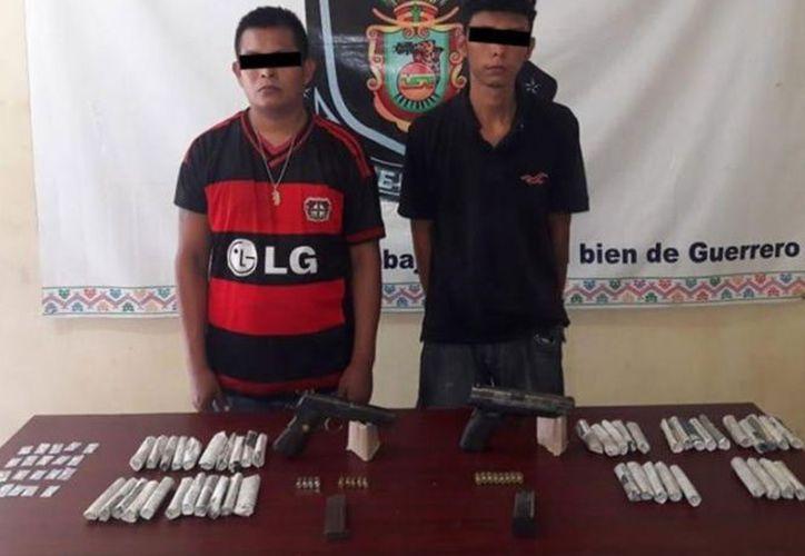 Los detenidos y lo decomisado quedaron a disposición de las autoridades correspondientes. (excelsior.com)