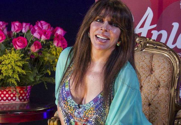 La obra teatral 'Aplauso, un musical para una estrella' es protagonizada por Verónica Castro. (statuquo.mx)