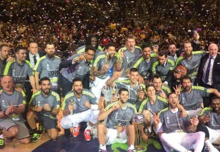 El Real Madrid consiguió su tercera Copa del Rey consecutiva al vencer a  La Gran Canaria por marcador de 81-85. (Imágenes de Twitter: @RMBaloncesto)