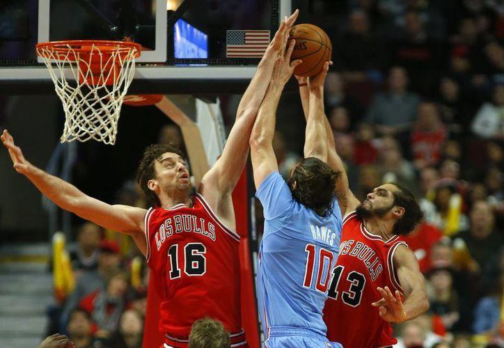 DeAndre Jordan atrapó 26 rebotes y Chris Paul anotó 28 puntos en la victoria de Clippers de Los Angeles sobre Bulls de Chicago. (AP)