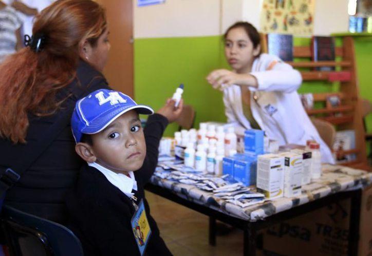 La campaña nacional de vacunación del Issste combate enfermedades como tuberculosis, difteria, tétanos, influenza tipo b, poliomielitis, etc. (Notimex)