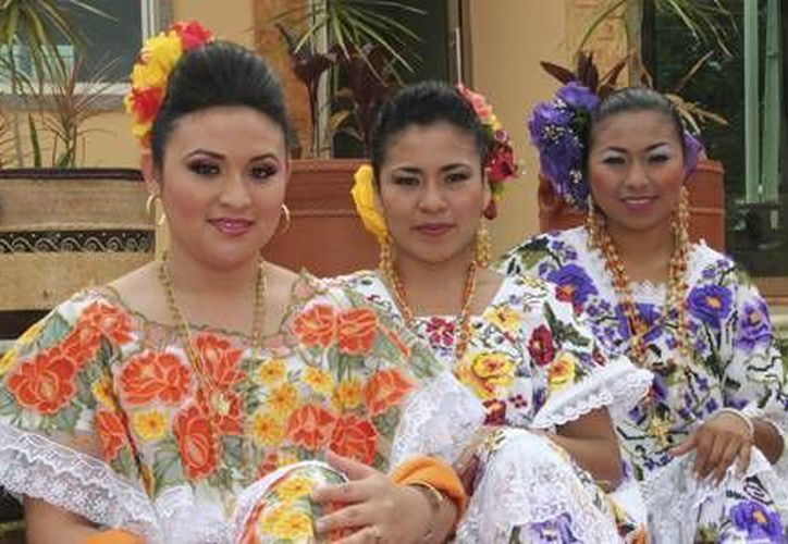 Jeisler Citlalli Carrillo, Alicia Uluac Cab y Clarita Vázquez Chan, serán las reinas de la Feria Expomor 2013. (Redacción/SIPSE)