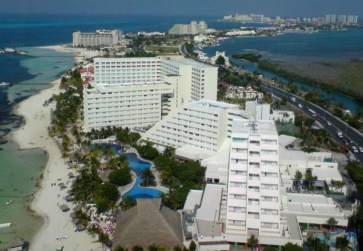 Aseguran que incentivará las bodas de turistas en Cancún, pues es un segmento que deja una importante derrama económica. (Foto de Contexto/Internet)