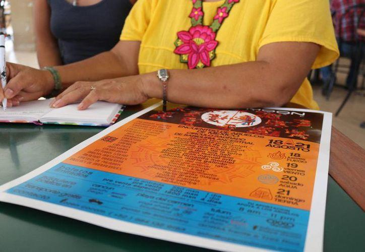 Los Abuelos de las Culturas Ancestrales compartirán sus conocimientos con los asistentes al primer encuentro que se realizará en Playa del Carmen. (Adrián Barreto/SIPSE)