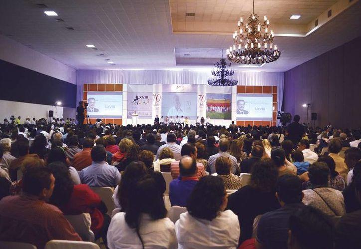 La LXVIII Reunión Anual de Salud Pública congrega a especialistas cuyo trabajo impacta en resultados positivos para el control de enfermedades. Imagen del evento en el Centro de Convenciones Siglo XXI. (Milenio Novedades)